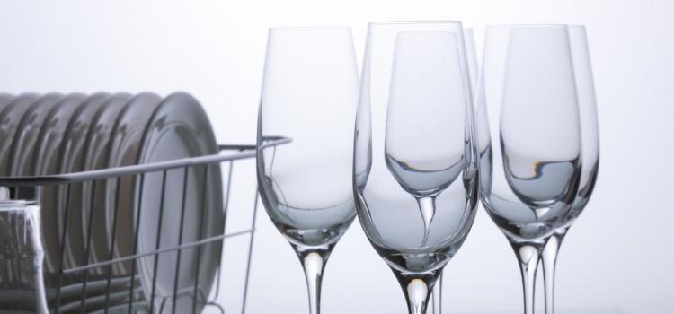 vattenrening glas bestick tallrikar klaraglas